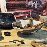 """Zabytki kultury łużyckiej. Fragment ekspozycji archeologicznej """"Pradzieje ziemi konińskiej"""" w zam"""