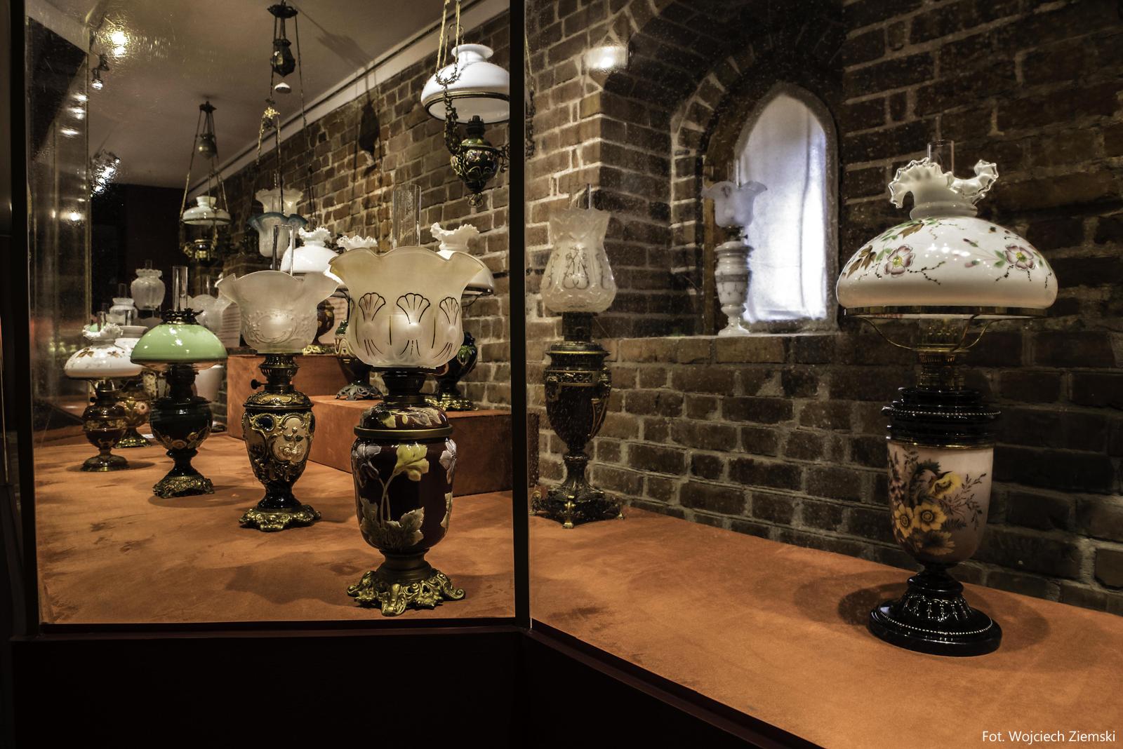 Naftowe Lampy Dekoracyjno Użytkowe Muzeum Okręgowe W Koninie