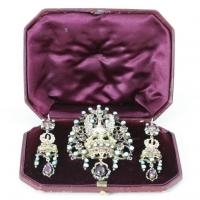 Demiparura, złocone srebro, emalia, almandyny, turkusy, l. 60. XIX w. Austro – Węgry